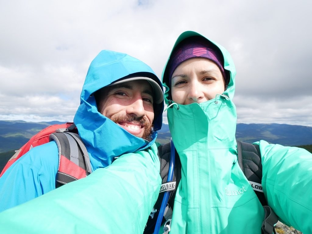 Laura en Marmot Minimalist et Pierre en Black Diamond Liquid Point Shell en mode multicouche