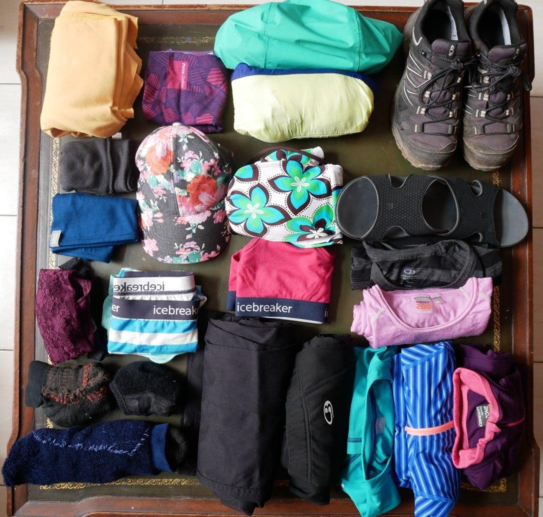 Équipement technique : Habits de Laura pour 4 mois de voyage