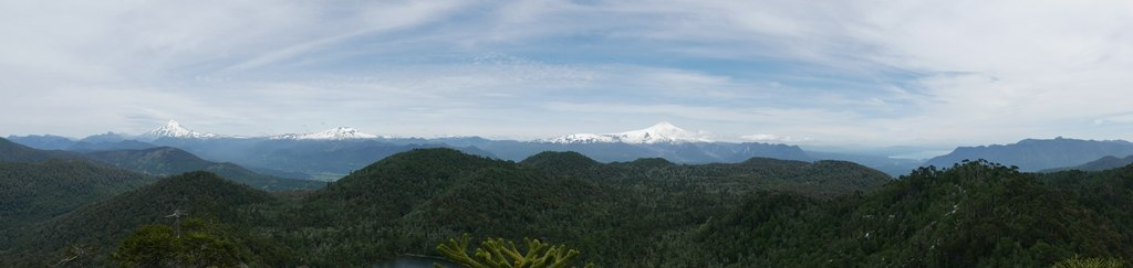 3 volcans en haut de la randonnée Santuario del cani