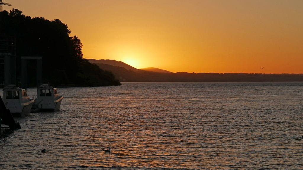 Couché soleil sur la marina de Pucón