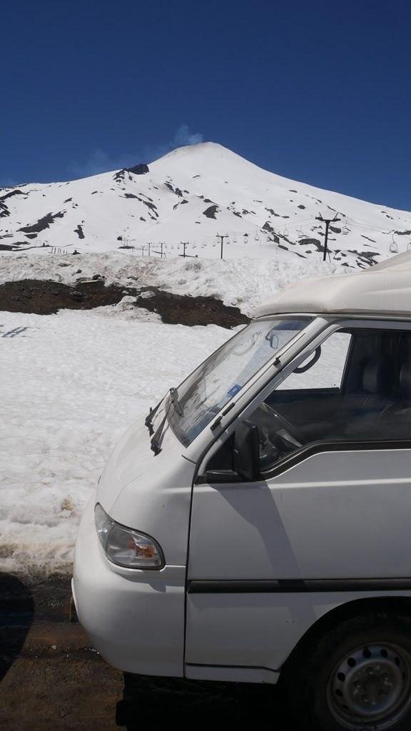 Volcan Villarica et la furgoneta proche de Pucón