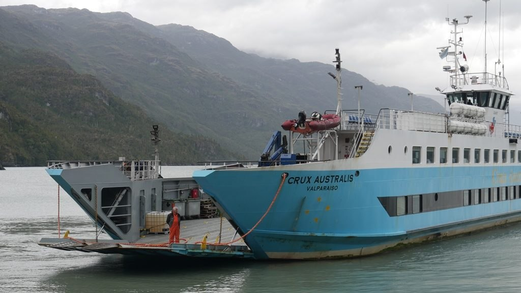 Ferry Puerto Yungay - Puerto Natales