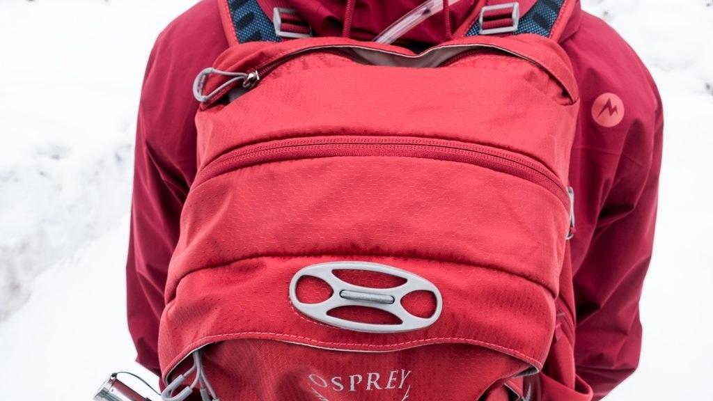 Porte casque du Osprey Escapist 25