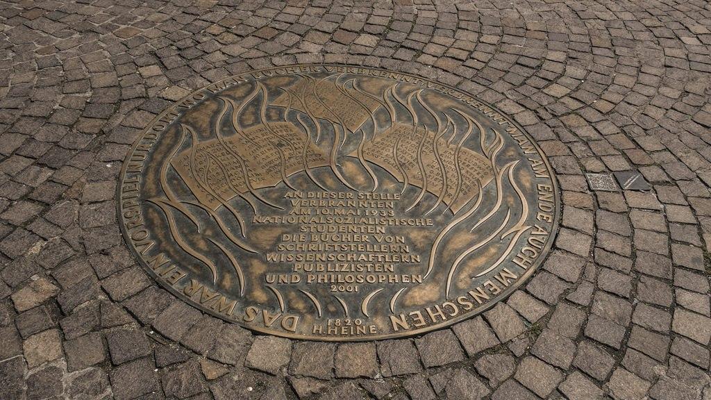 Plaque commémorative Romerberg visite Francfort