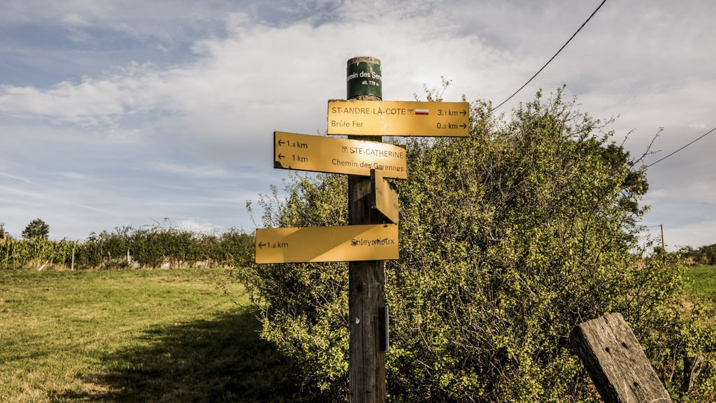 Panneau indicatif randonnée dans les monts du lyonnais GR