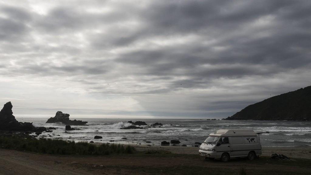 Valdivia, Deux évadés